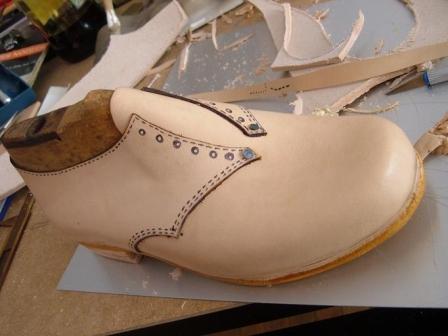 ec1e945d cursos de calzado: confección artesanal del zapato. Costura y montado.