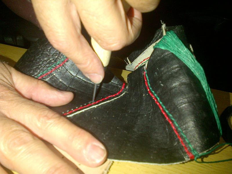 c5988064 Reparación de zapatos mediante el proceso de cosido - Costura ...